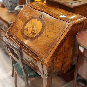 Bureau de pente marqueterie XVIIIe Epoque Louis XV decor scene galante
