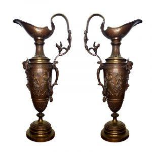 Paire d'aiguières sur piédouche en bronze à décor néo classique fin XIX