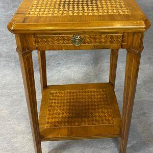 Table de salon en placage et en marqueterie Style Louis XVI