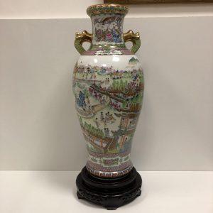 Vase en porcelaine de Chine avec scène animée