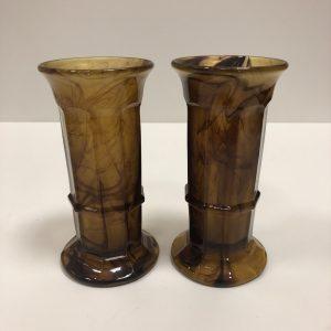 Paire de vases en verre marbré