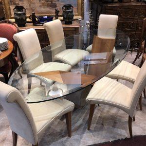 Ensemble de chaises et table contemporaine