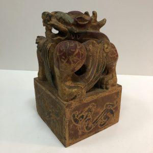 Cachet dragon pierre dure polychrome