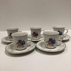 Tasses à thé et sous tasses en faïence