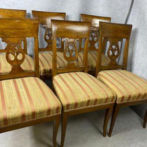 Suite de six chaises en acajou, dossier a bandeau motif lyre
